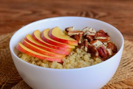Ovsena kase Quinoa s jabkami a orechy