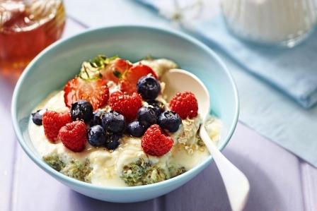 Quinoa kase s ovocim a medem