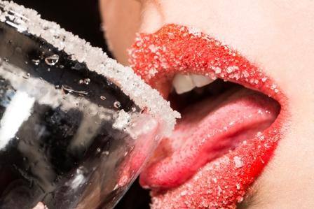 cukor na pohari a zenskych perach