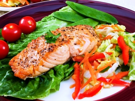 grilovany losos se zeleninou