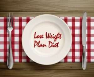 hubnutí a večeře - prázdný talíř s příborem