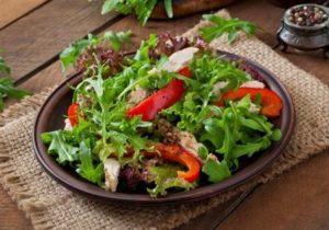 rukolovy salat s kurecim masem